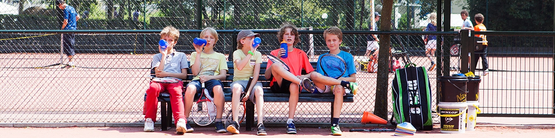 Vrienden maken bij tenniskampen in Amsterdam en Haarlem